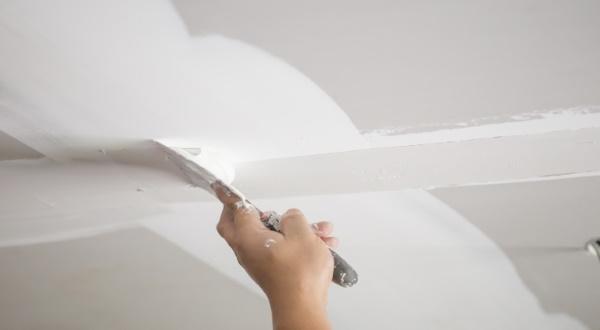 заделка трещин на потолке